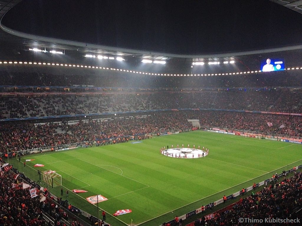 Einen Blick in die Allianz Arena kurz vor Spielbeginn