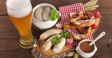 Eine typisch bayrische Weißwurstbrotzeit mit allem was dazu gehört